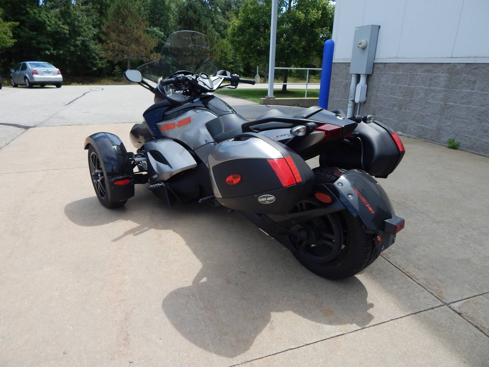 2011 Can-Am Spyder® RS SE5 in Concord, New Hampshire - Photo 3