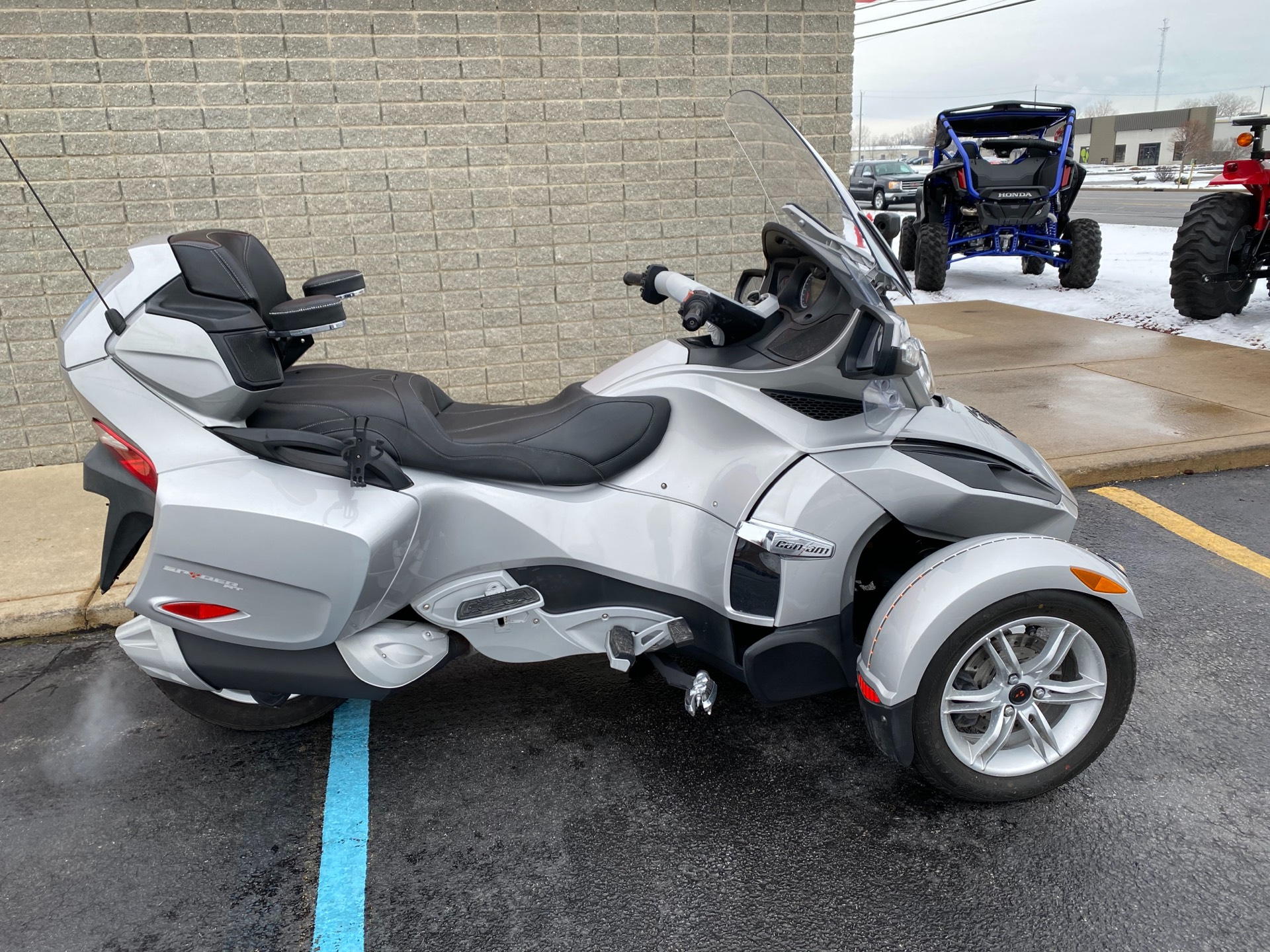 2010 Can-Am Spyder® RT Audio & Convenience SM5 in Monroe, Michigan - Photo 1