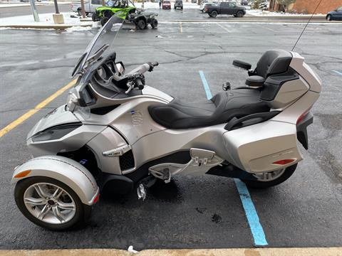2010 Can-Am Spyder® RT Audio & Convenience SM5 in Monroe, Michigan - Photo 2