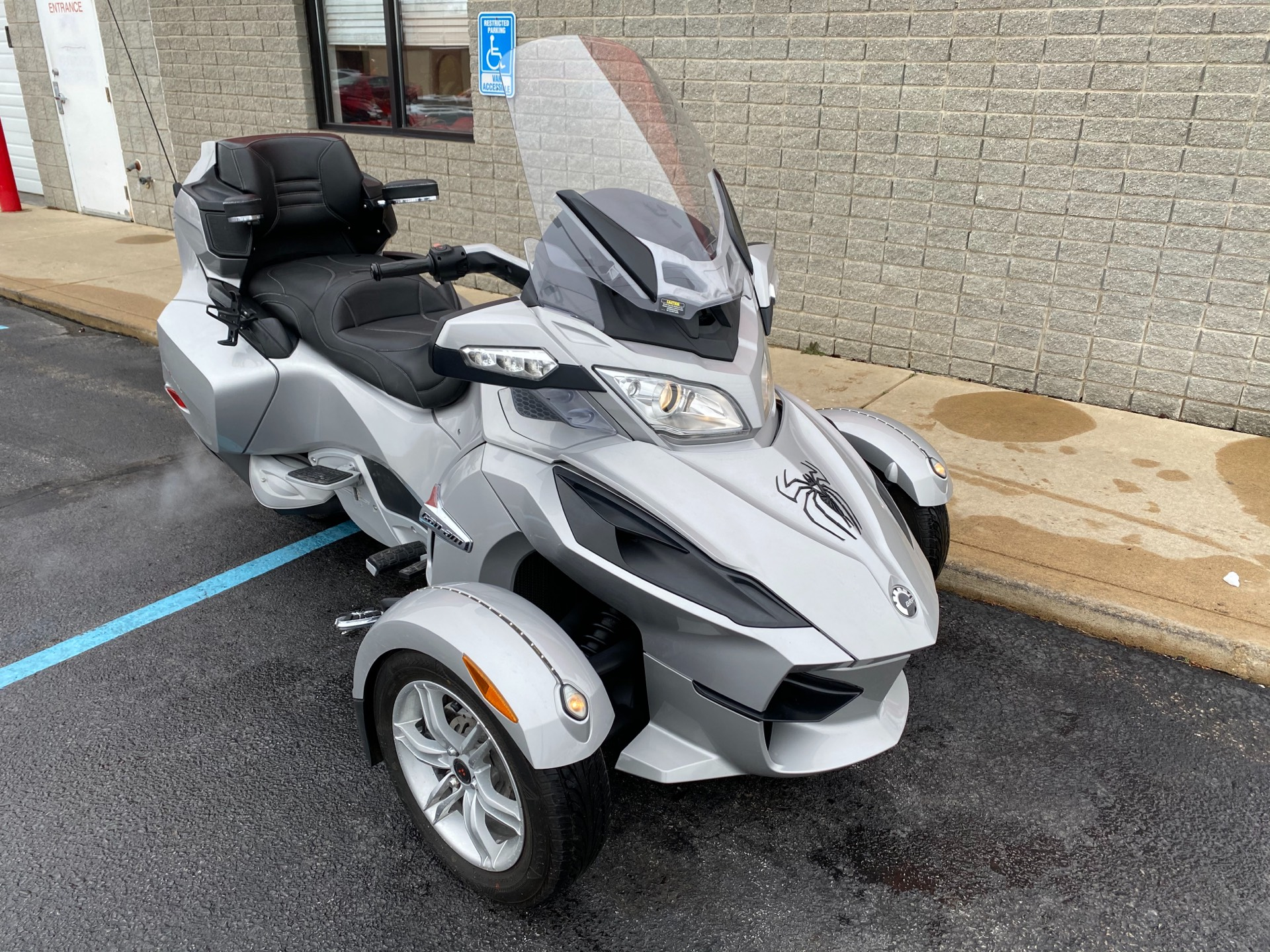 2010 Can-Am Spyder® RT Audio & Convenience SM5 in Monroe, Michigan - Photo 4