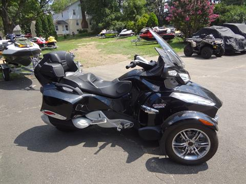 2010 Can-Am Spyder® RT-S SE5 in New Britain, Pennsylvania - Photo 2