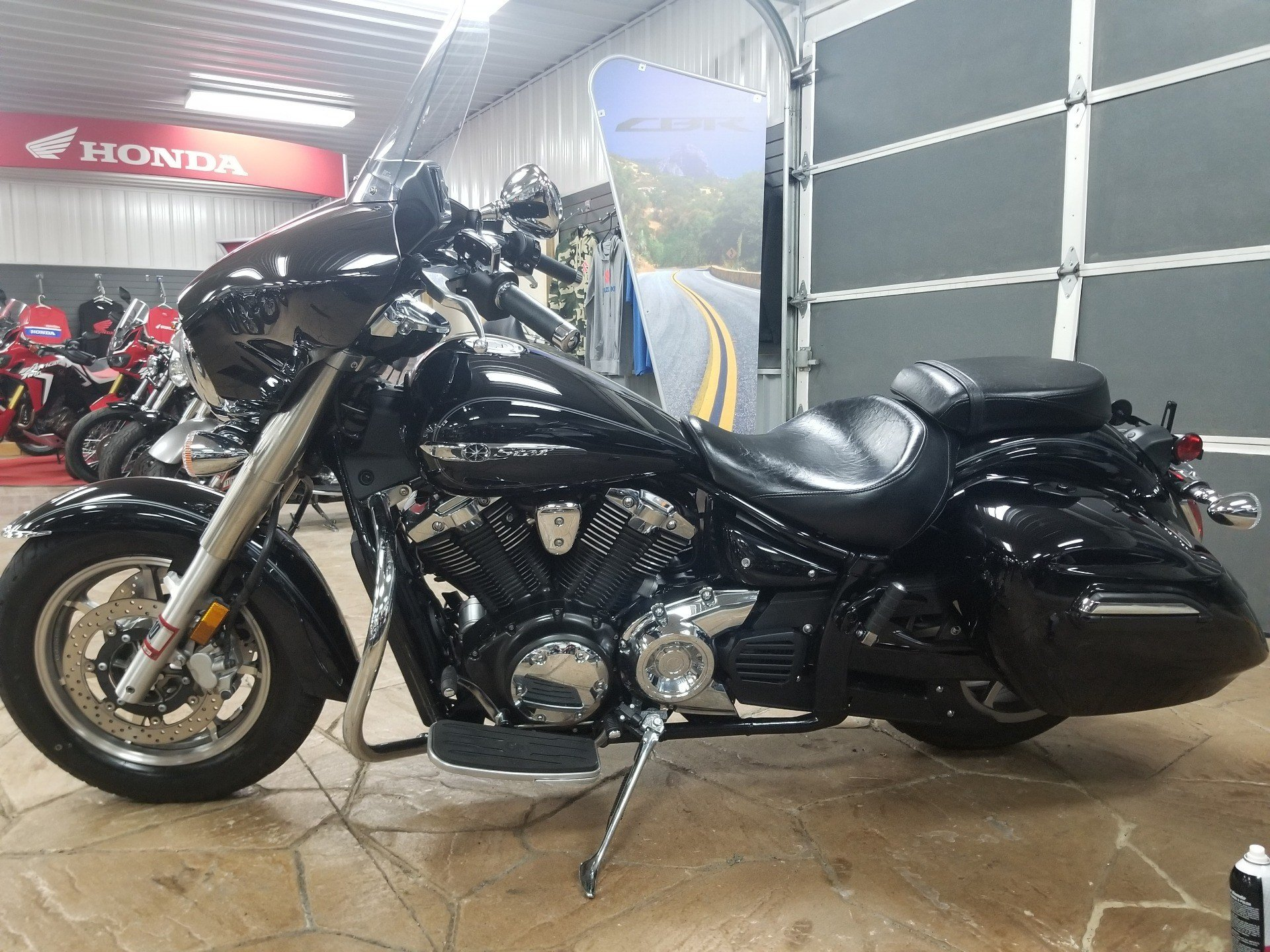 2015 Yamaha V Star 1300 Deluxe in Spring Mills, Pennsylvania - Photo 2