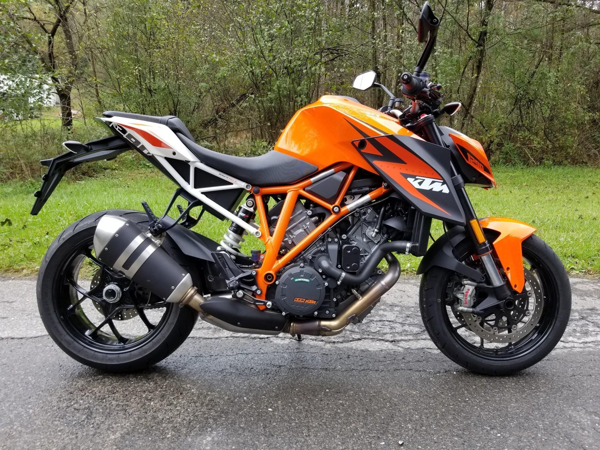 2016 KTM 1290 Super Duke R in Spring Mills, Pennsylvania