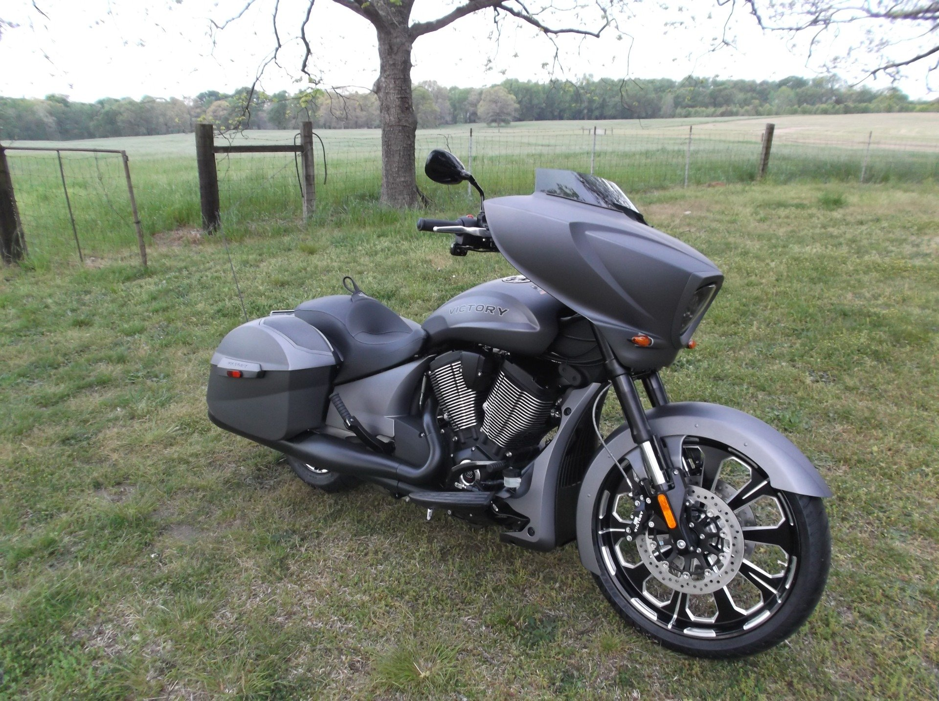 2016 Victory Magnum X-1 Stealth Edition 1