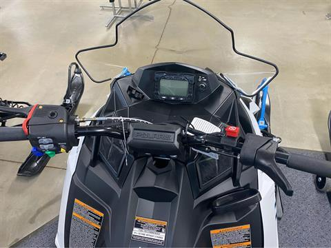 2020 Polaris 600 Indy 121 ES in Appleton, Wisconsin - Photo 4