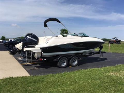 2014 Sea Ray 220 Sundeck Outboard in Appleton, Wisconsin