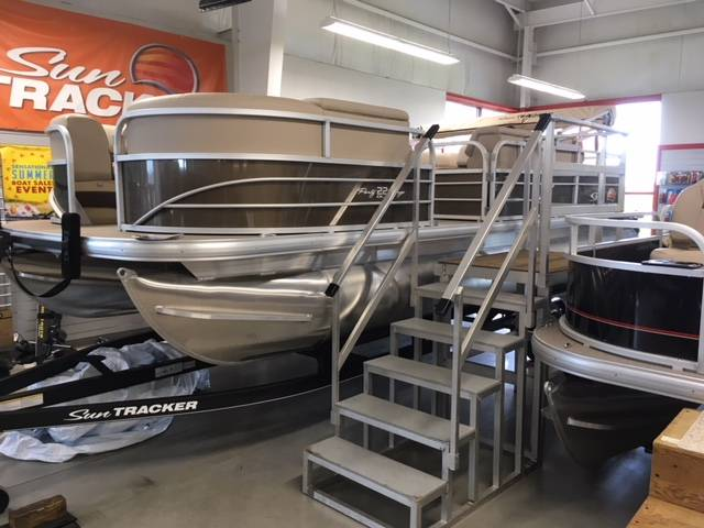 2019 Sun Tracker Party Barge 22 DLX in Appleton, Wisconsin - Photo 1