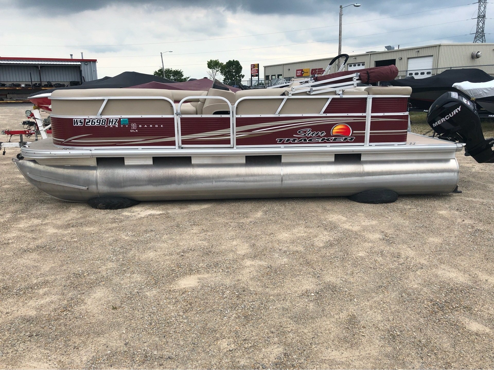 2013 Sun Tracker Party Barge 20 DLX in Appleton, Wisconsin - Photo 2