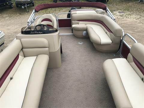 2013 Sun Tracker Party Barge 20 DLX in Appleton, Wisconsin - Photo 4