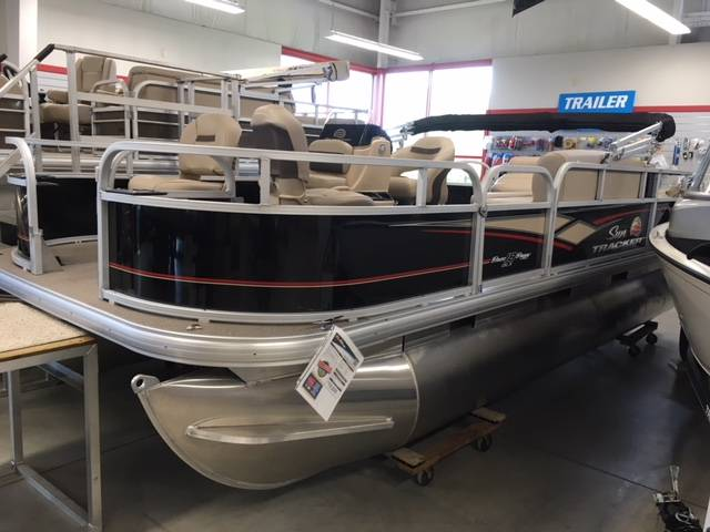 2019 Sun Tracker Bass Buggy 18 DLX in Appleton, Wisconsin