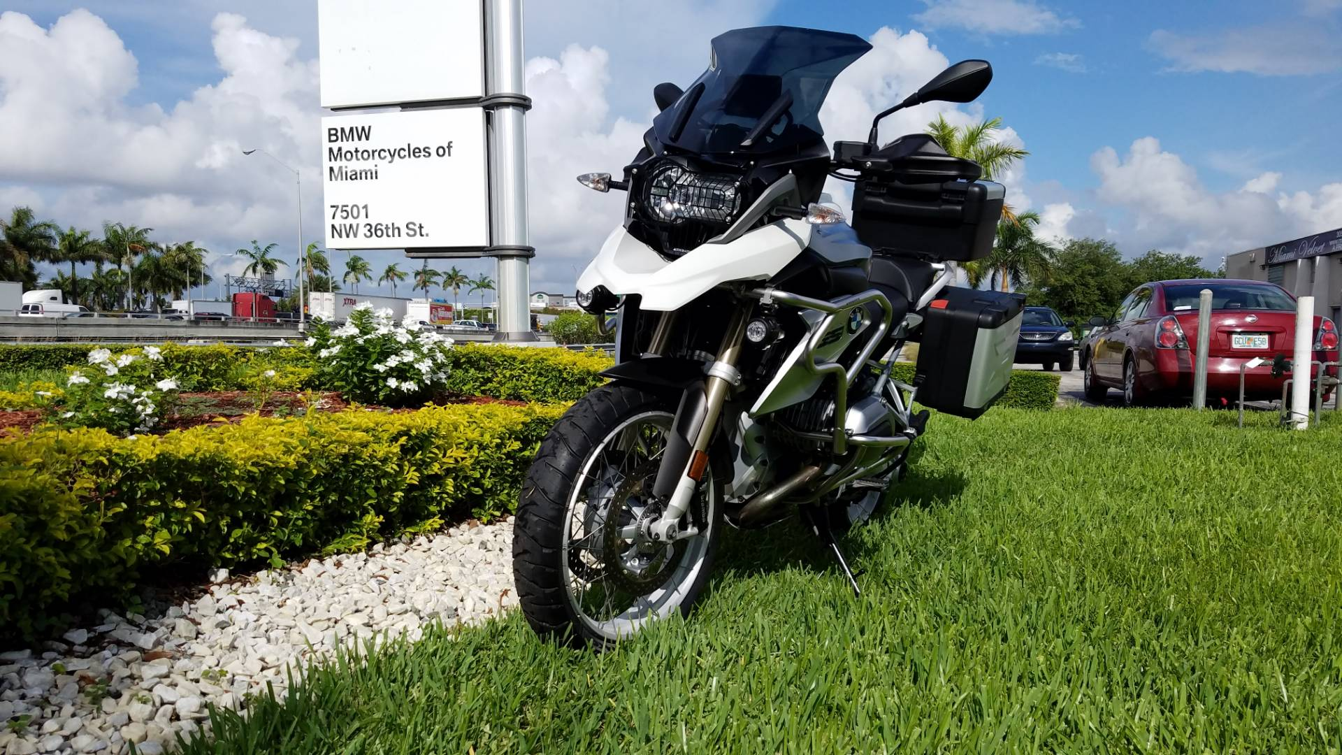 Used 2013 BMW R 1200 GS For Sale, White R 1200 GS For Sale, BMW Motorcycle R 1200 GS, pre-owned BMW Motorcycle, BMW R1200GS, R1200GS