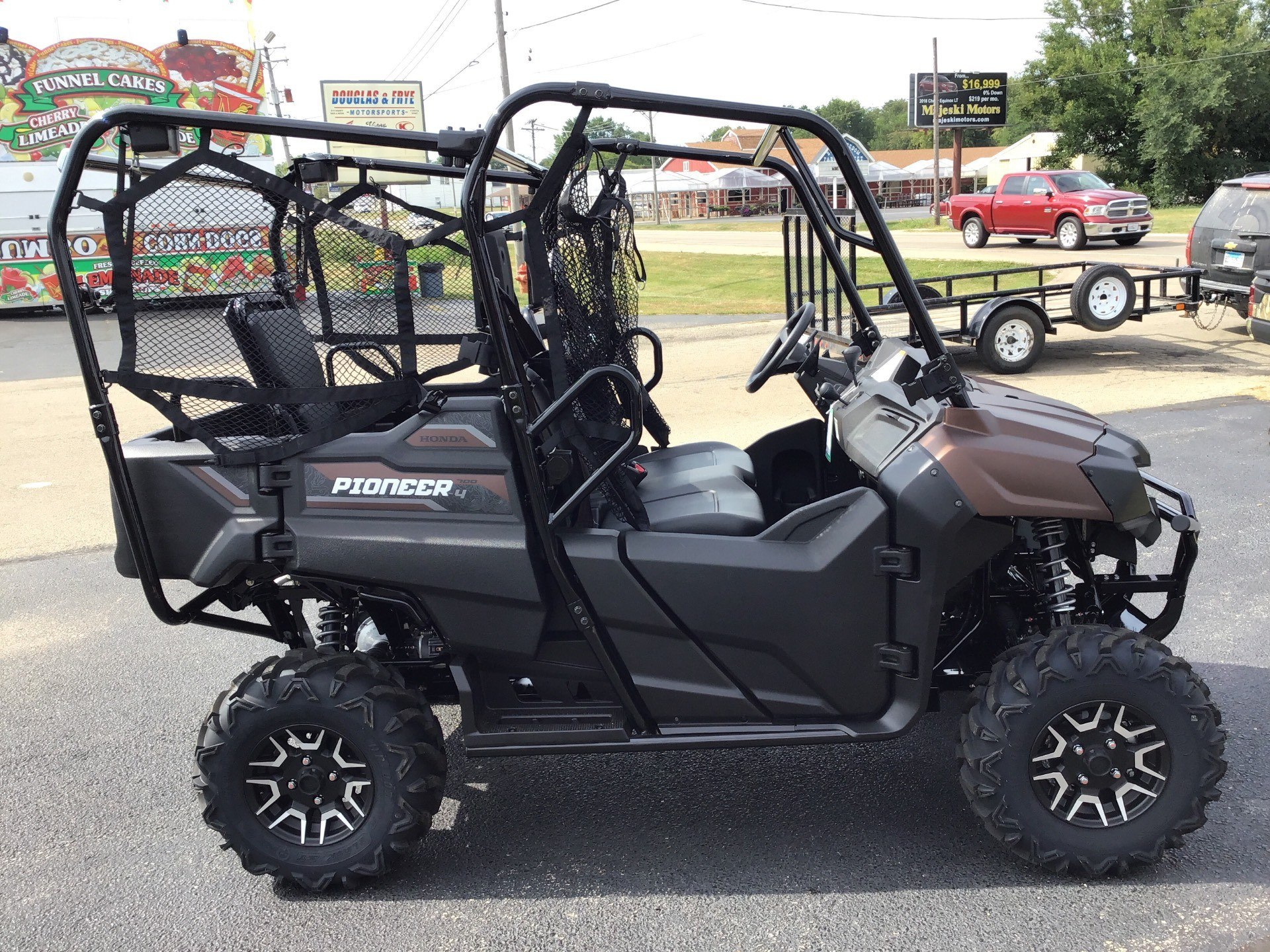 2021 Honda Pioneer 700-4 DLX in Sterling, Illinois - Photo 2