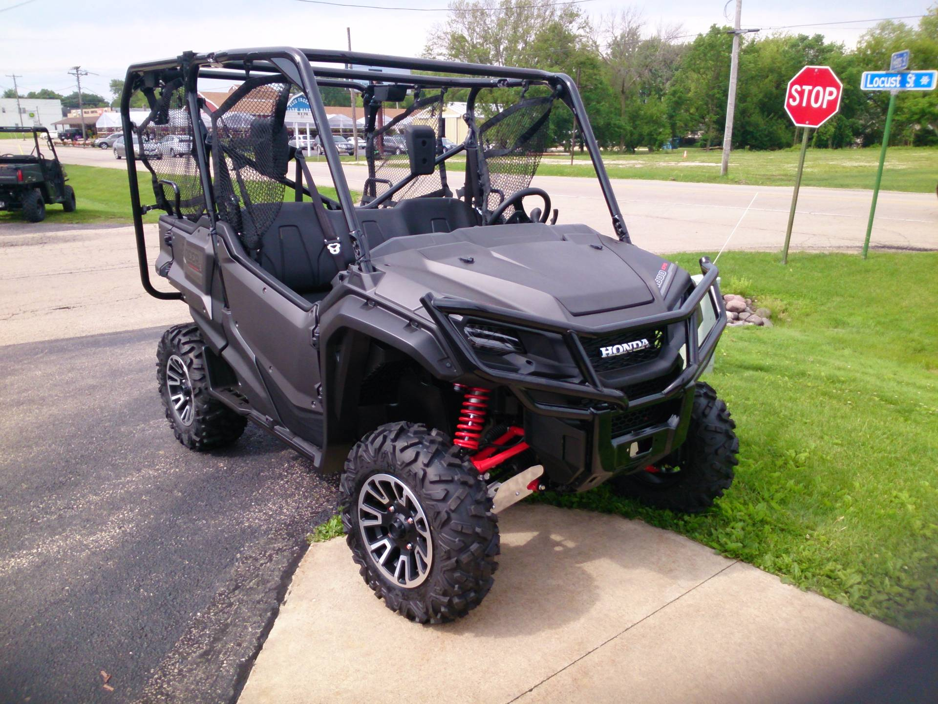 2017 Honda Pioneer 1000-5 LE in Sterling, Illinois