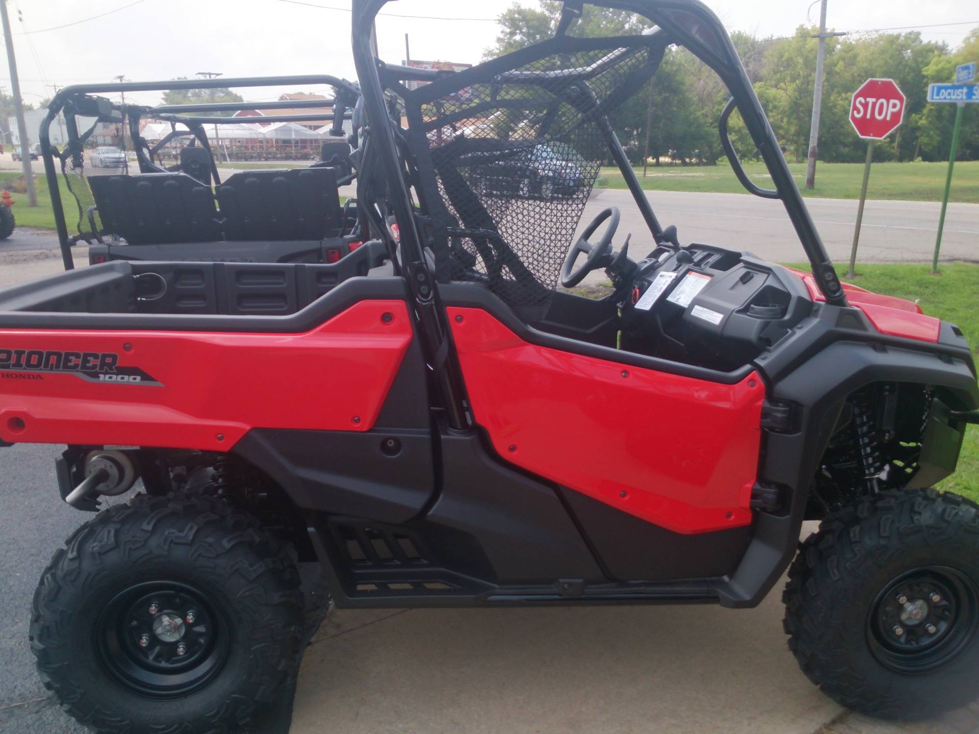 2018 Honda Pioneer 1000 EPS in Sterling, Illinois - Photo 3