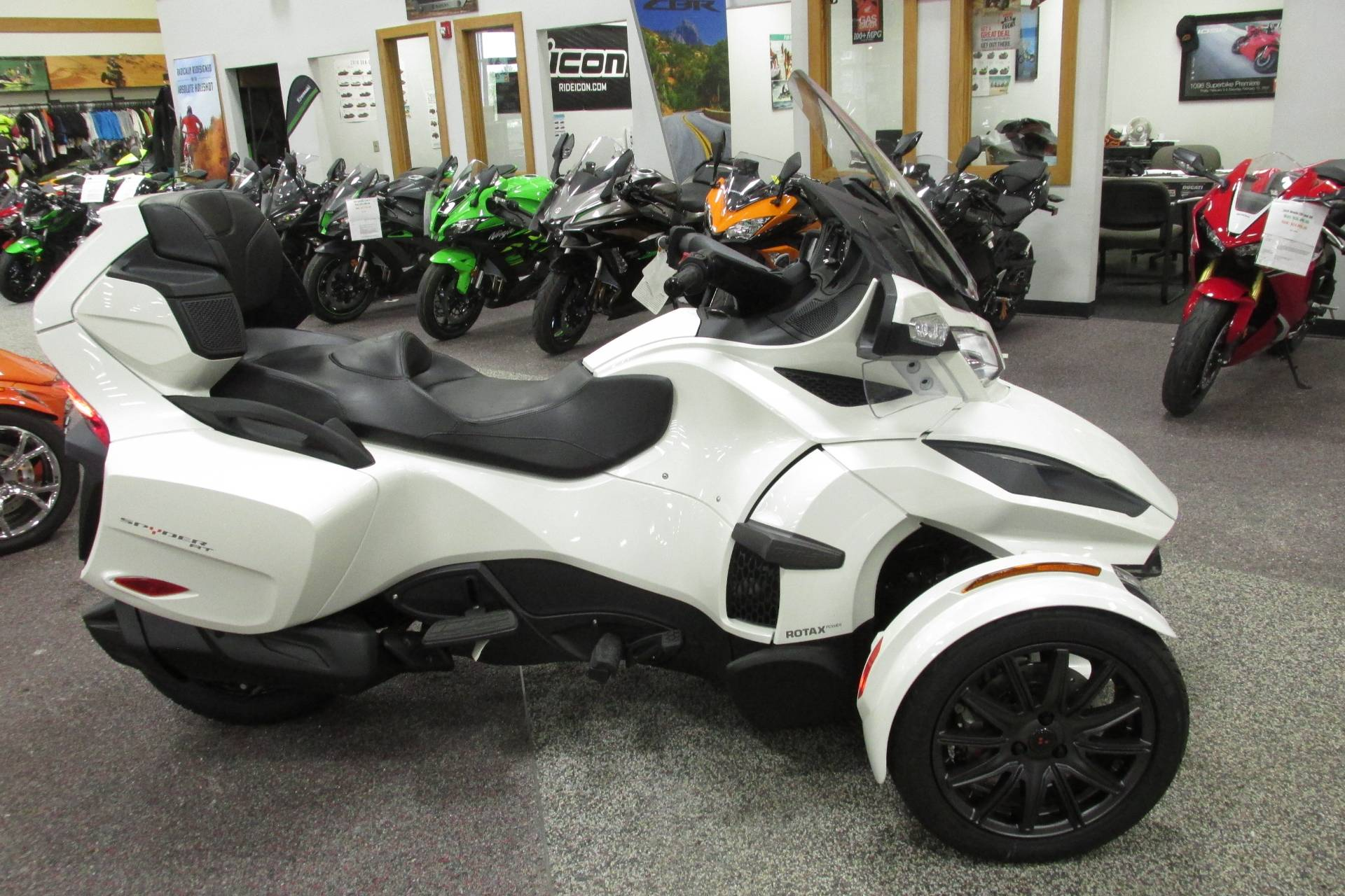 2019 Can-Am SPYDER RT SE6 in Springfield, Ohio - Photo 1