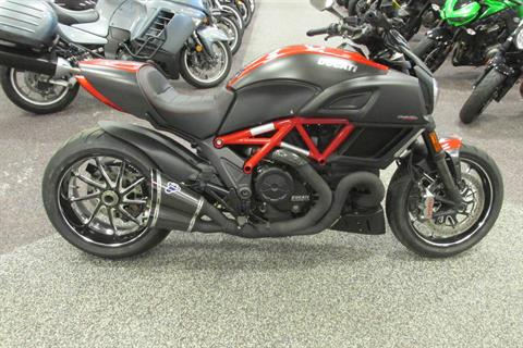 2015 Ducati Diavel Carbon in Springfield, Ohio