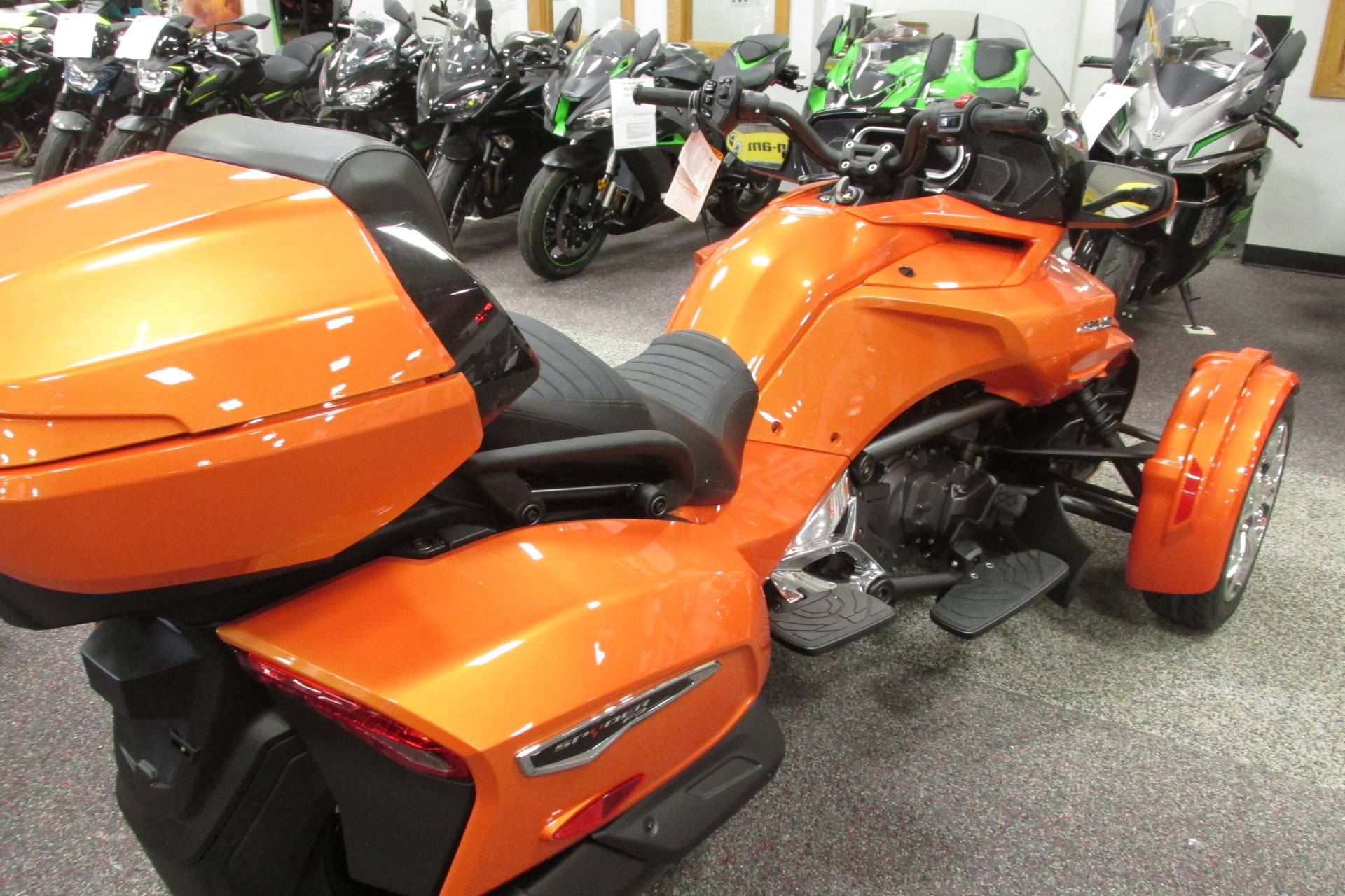 2019 Can-Am SPYDER F3 LIMITED in Springfield, Ohio - Photo 6