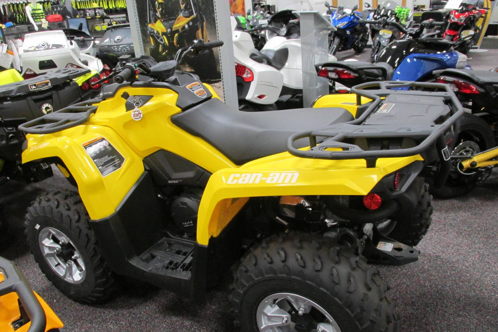 2017 Can-Am™ OUTLANDER 450 DPS 1