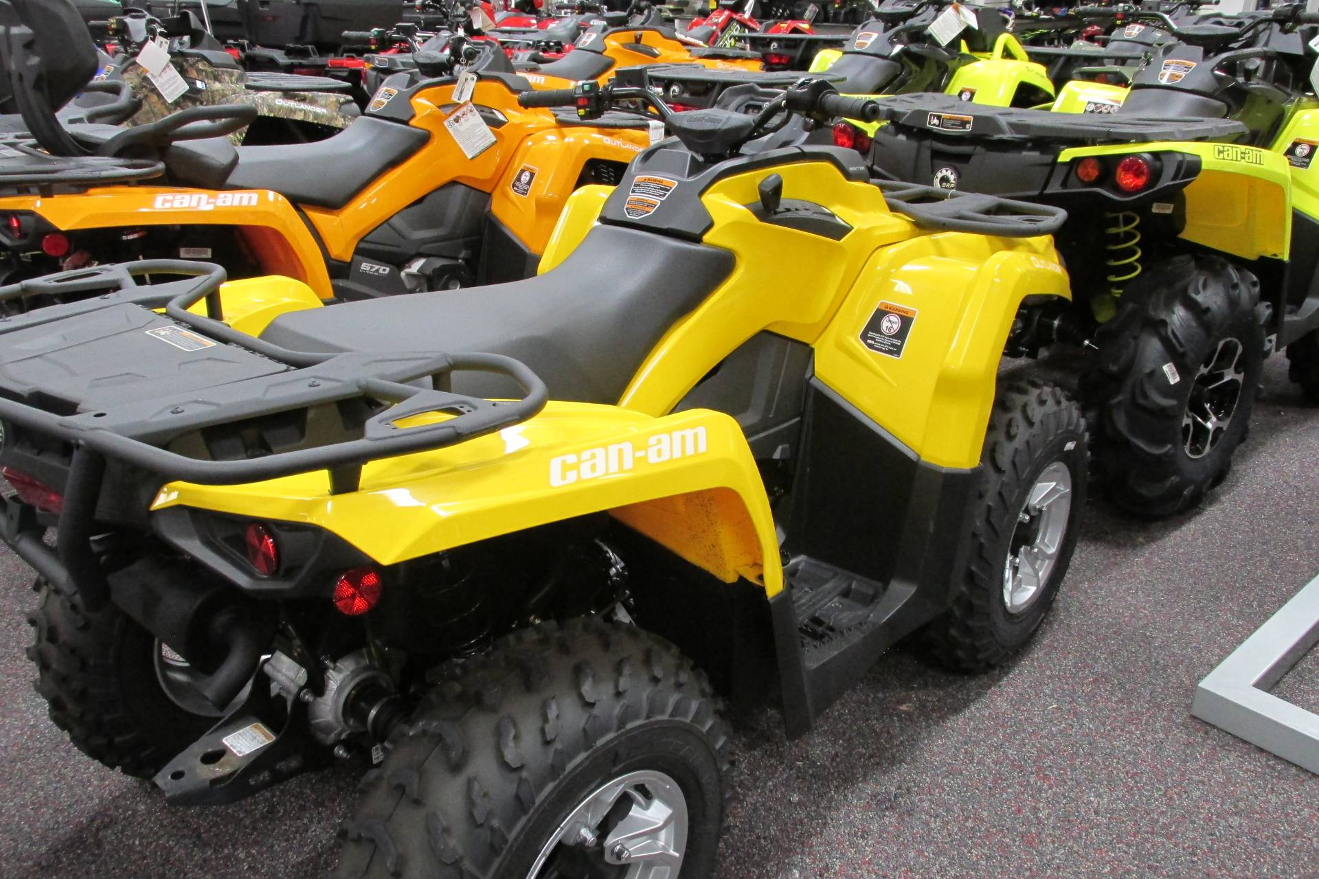 2017 Can-Am™ OUTLANDER 450 DPS 3