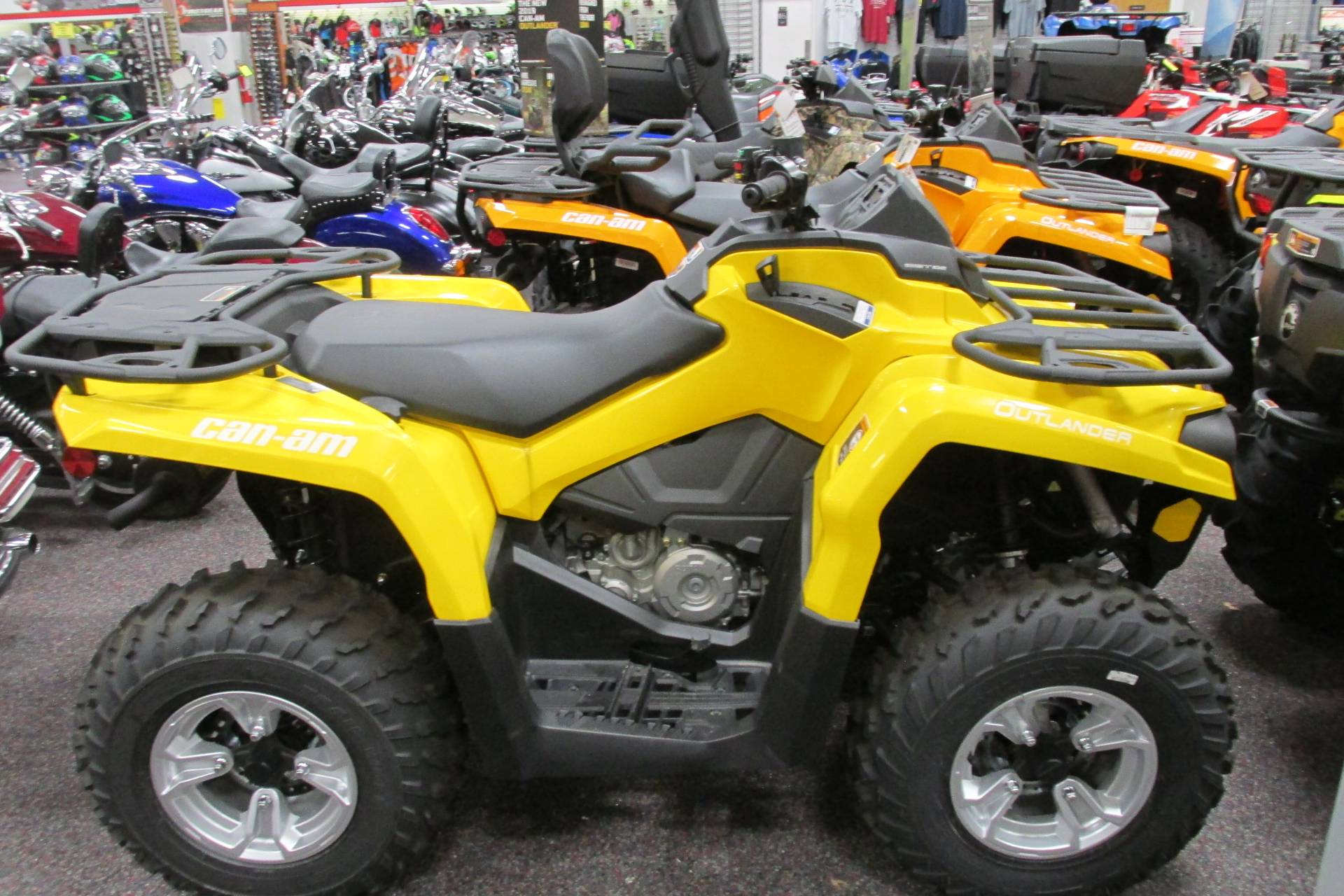 2017 Can-Am™ OUTLANDER 450 DPS 4
