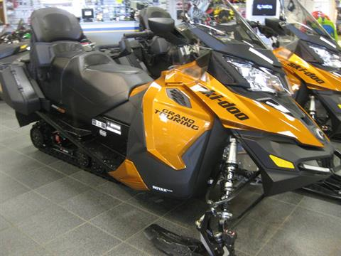 2018 Ski-Doo Grand Touring SE 900 ACE ES Ripsaw 1.25 STIS in Wisconsin Rapids, Wisconsin