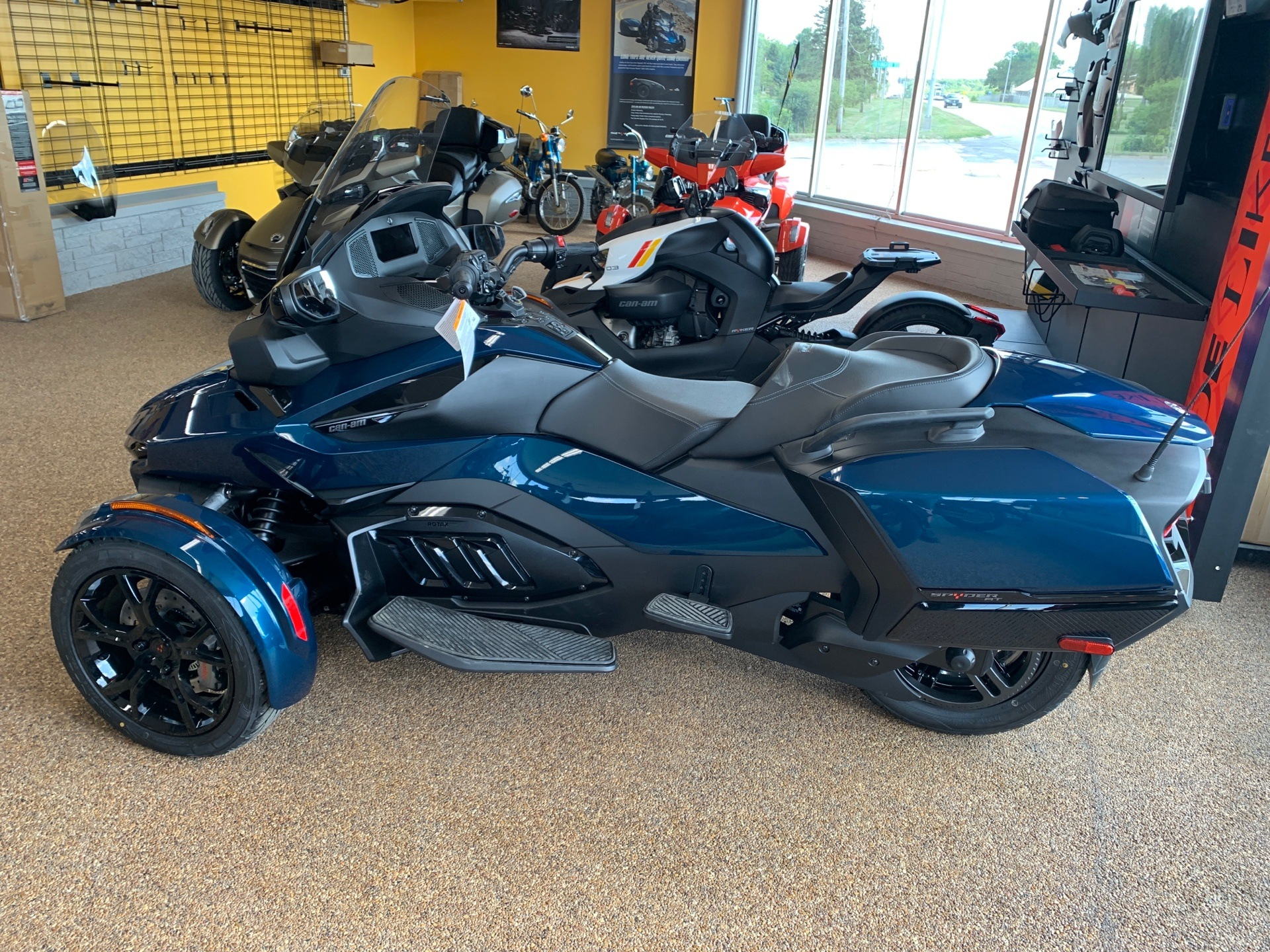 2020 Can-Am Spyder RT in Algona, Iowa - Photo 2