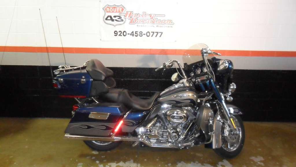 da6571a213156 2010 Harley-Davidson CVO™ Ultra Classic® Electra Glide® in Sheboygan
