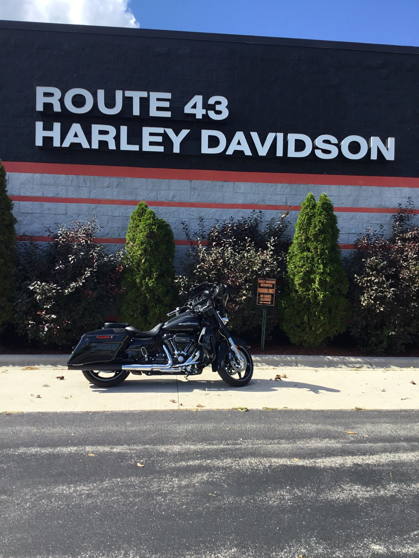 2017 Harley-Davidson CVO™ Street Glide® in Sheboygan, Wisconsin - Photo 1