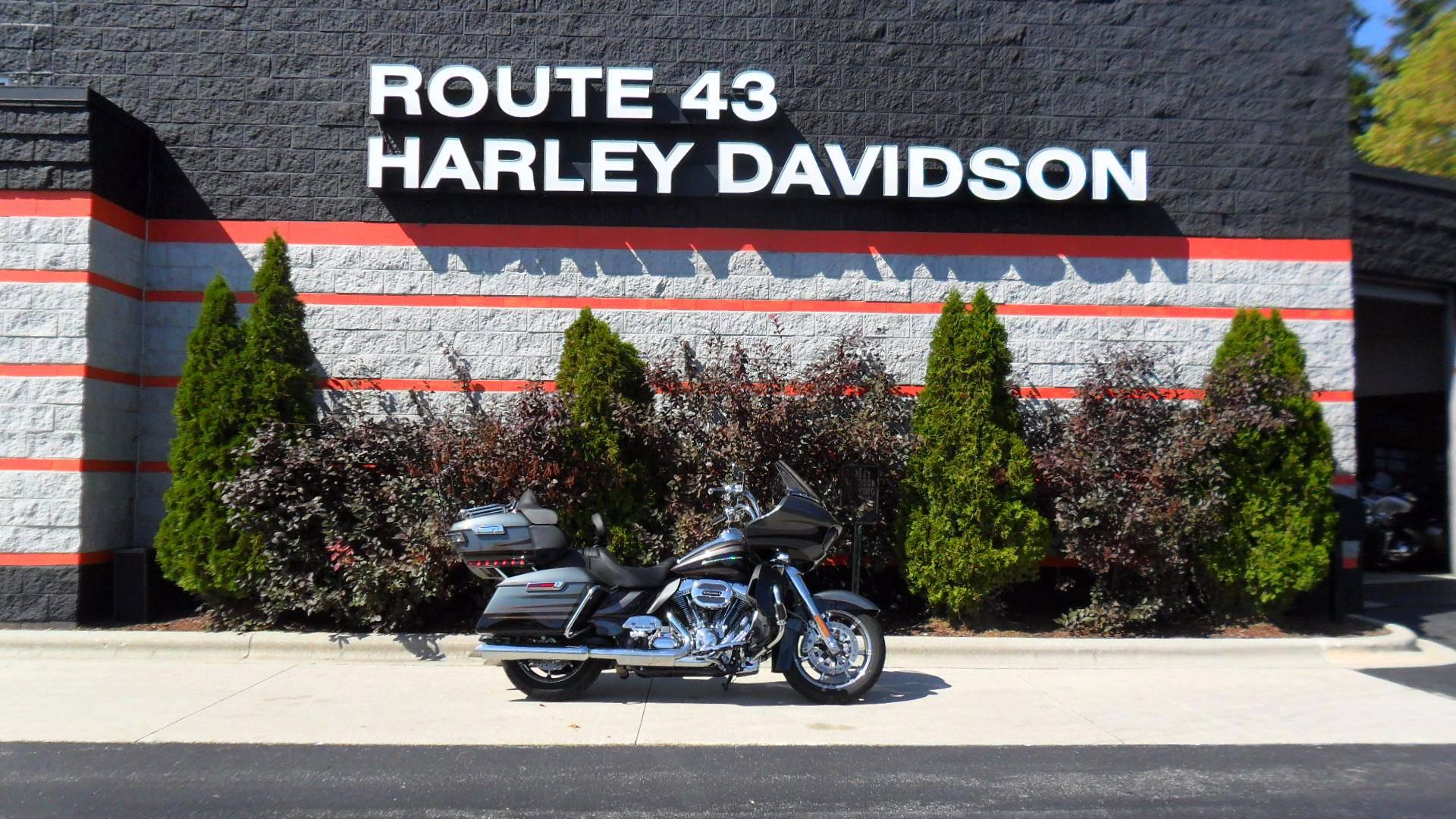2016 Harley-Davidson CVO™ Road Glide™ Ultra in Sheboygan, Wisconsin