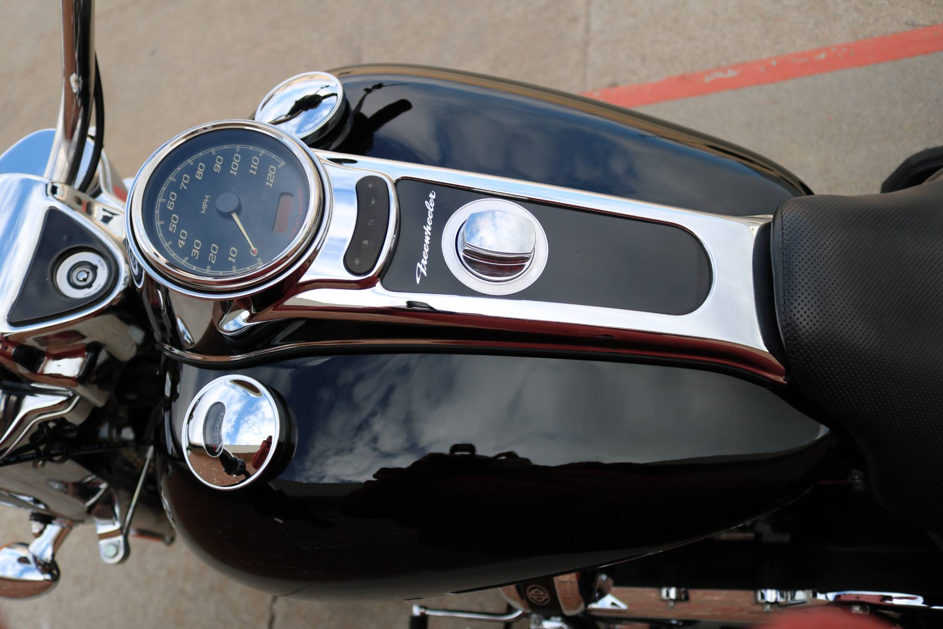 2017 Harley-Davidson Freewheeler in Ames, Iowa - Photo 8