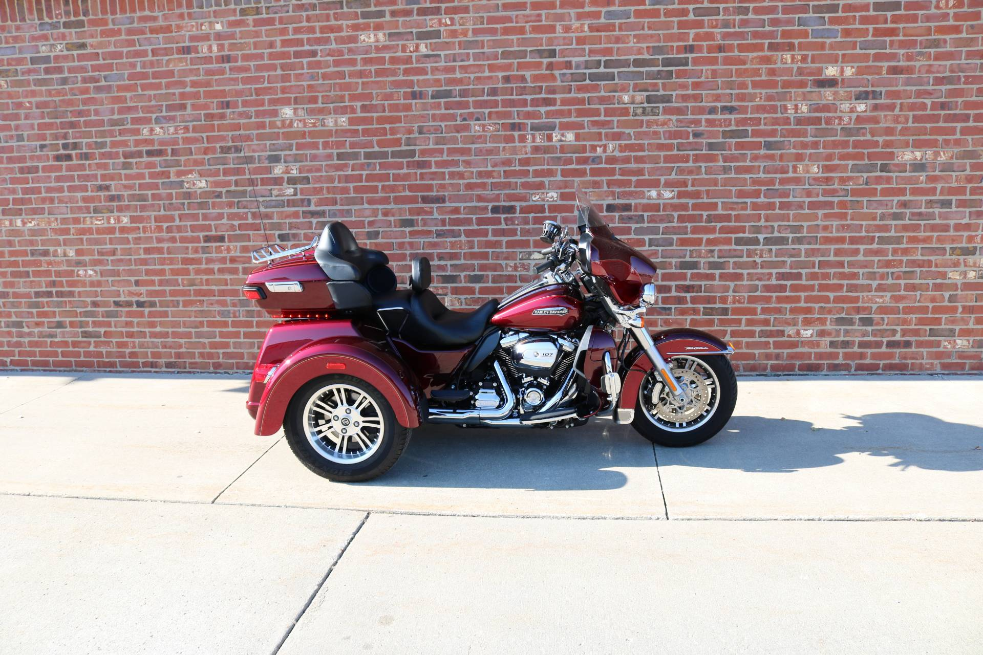 2017 Harley-Davidson Tri Glide® Ultra in Ames, Iowa - Photo 2