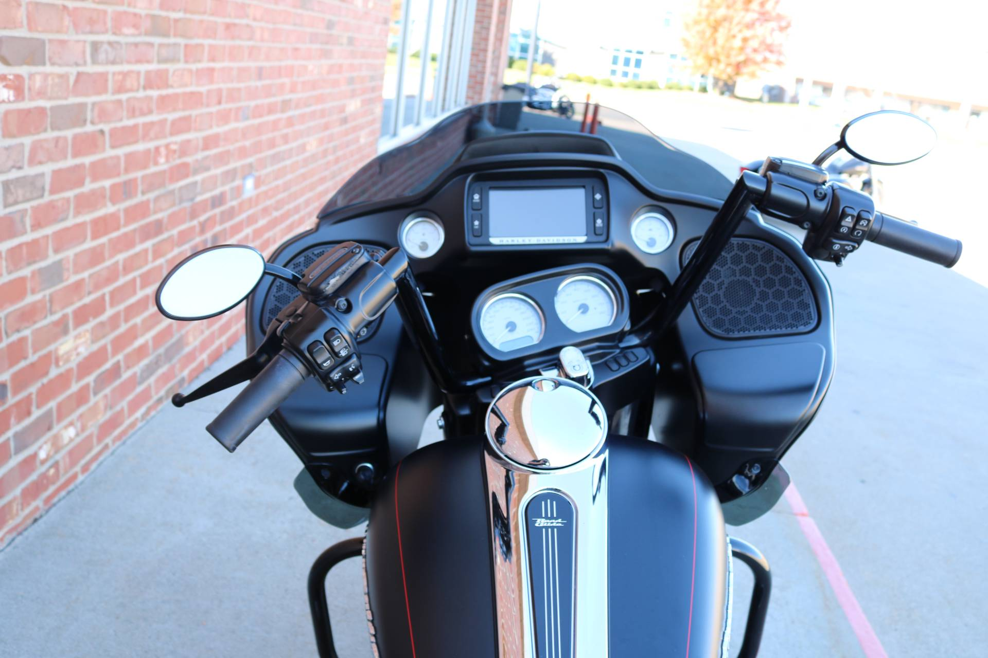 2015 Harley-Davidson Road Glide® Special in Ames, Iowa - Photo 9