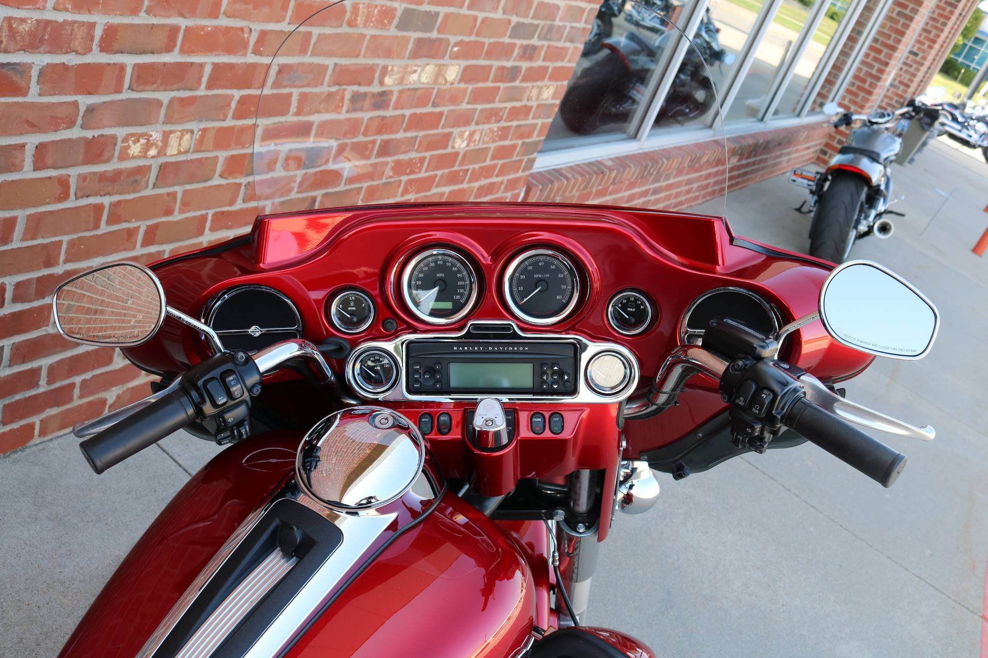 2013 Harley-Davidson Ultra Classic® Electra Glide® in Ames, Iowa - Photo 10