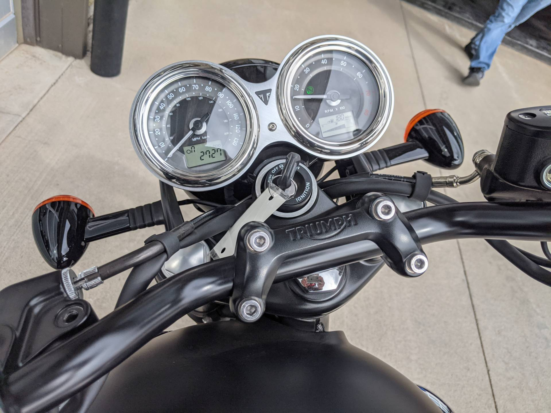 2018 Triumph Bonneville T100 Black in Rapid City, South Dakota - Photo 14