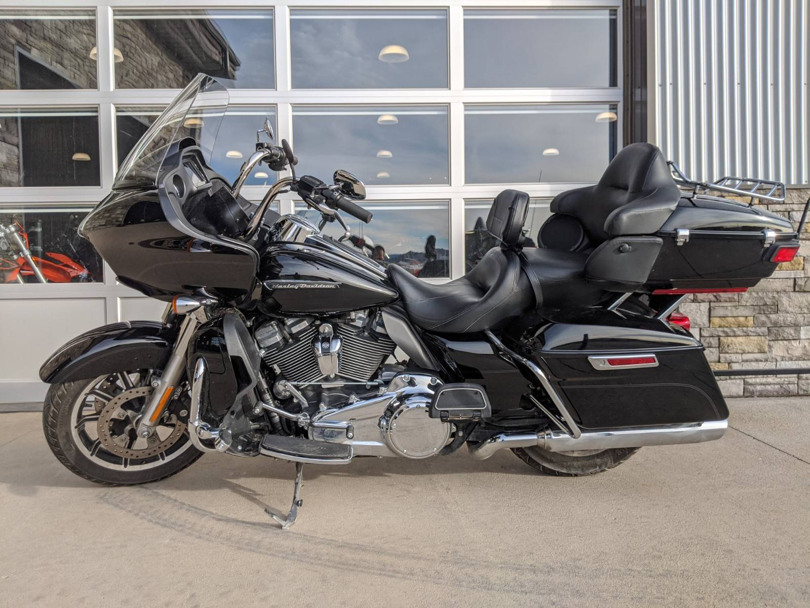 2018 Harley-Davidson Road Glide® Ultra in Rapid City, South Dakota - Photo 2