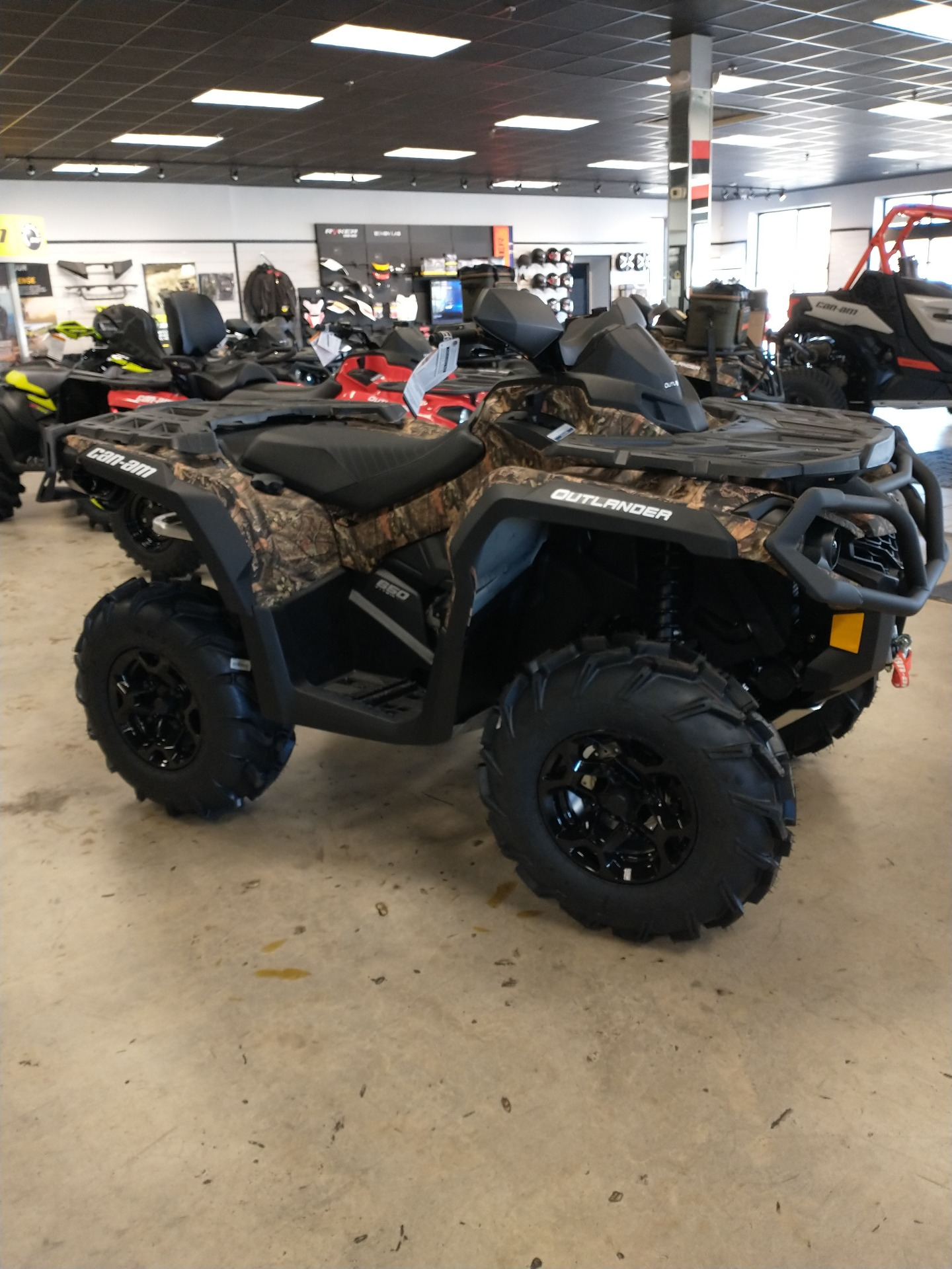 2021 Can-Am Outlander Mossy Oak Edition 650 in Lumberton, North Carolina - Photo 2