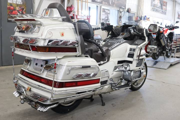 1990 Honda Goldwing SE in Pierre, South Dakota - Photo 2