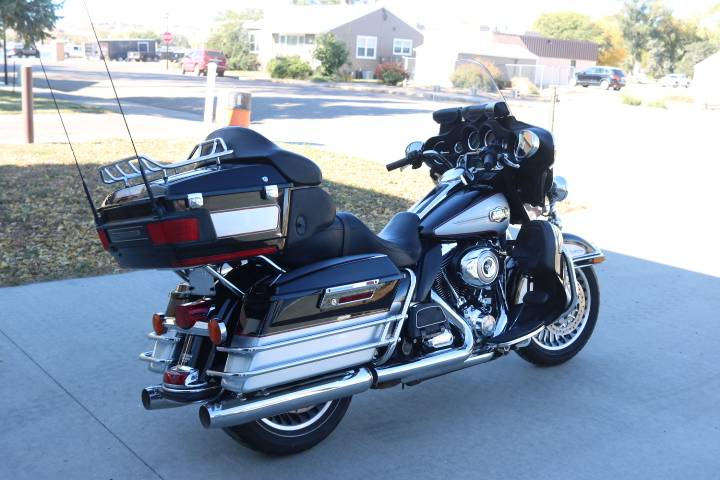 2011 Harley-Davidson Ultra Classic® Electra Glide® in Pierre, South Dakota - Photo 2