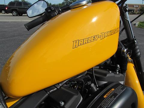 2011 Harley-Davidson Sportster® Iron 883™ in Crystal Lake, Illinois - Photo 7