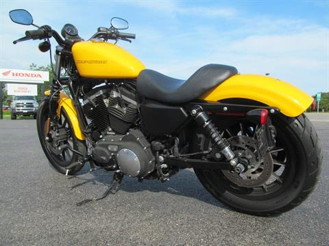2011 Harley-Davidson Sportster® Iron 883™ in Crystal Lake, Illinois - Photo 6
