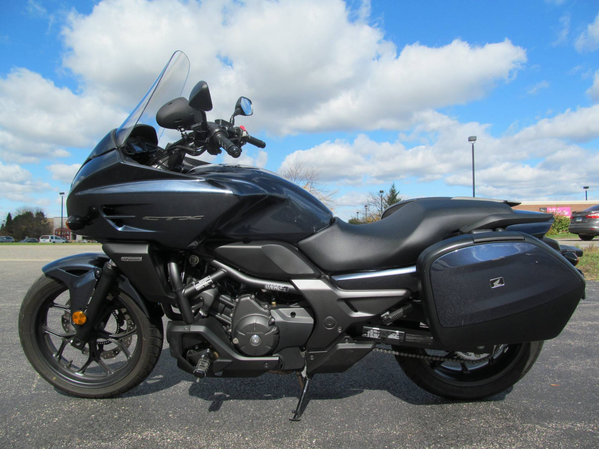 2015 Honda CTX®700 DCT ABS in Crystal Lake, Illinois - Photo 2