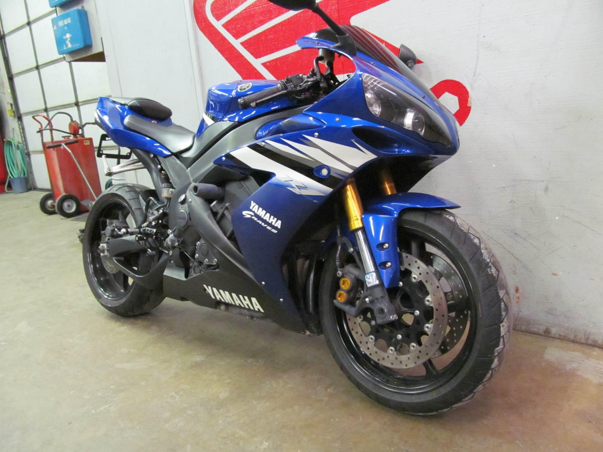 2006 Yamaha YZF-R1 3