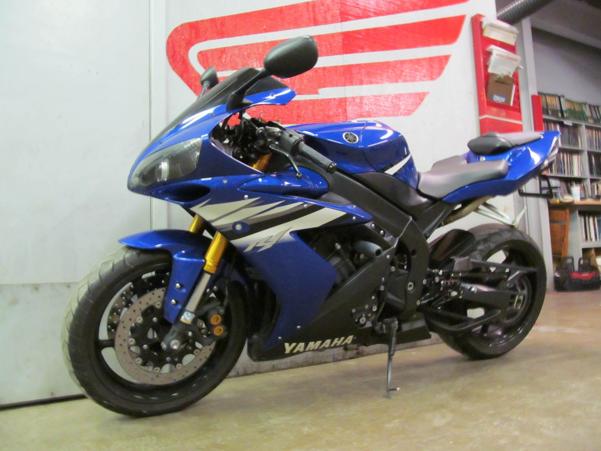 2006 Yamaha YZF-R1 4