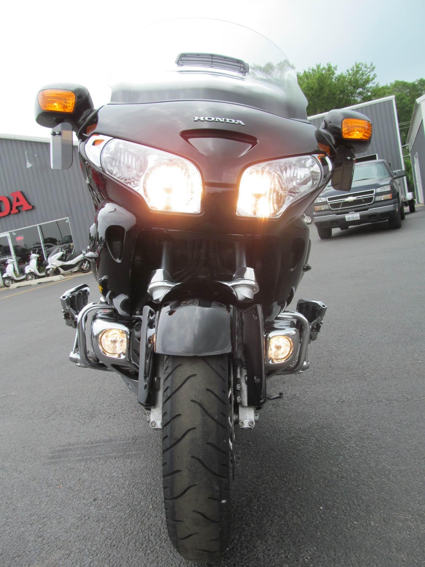 2006 Honda Gold Wing Airbag 8