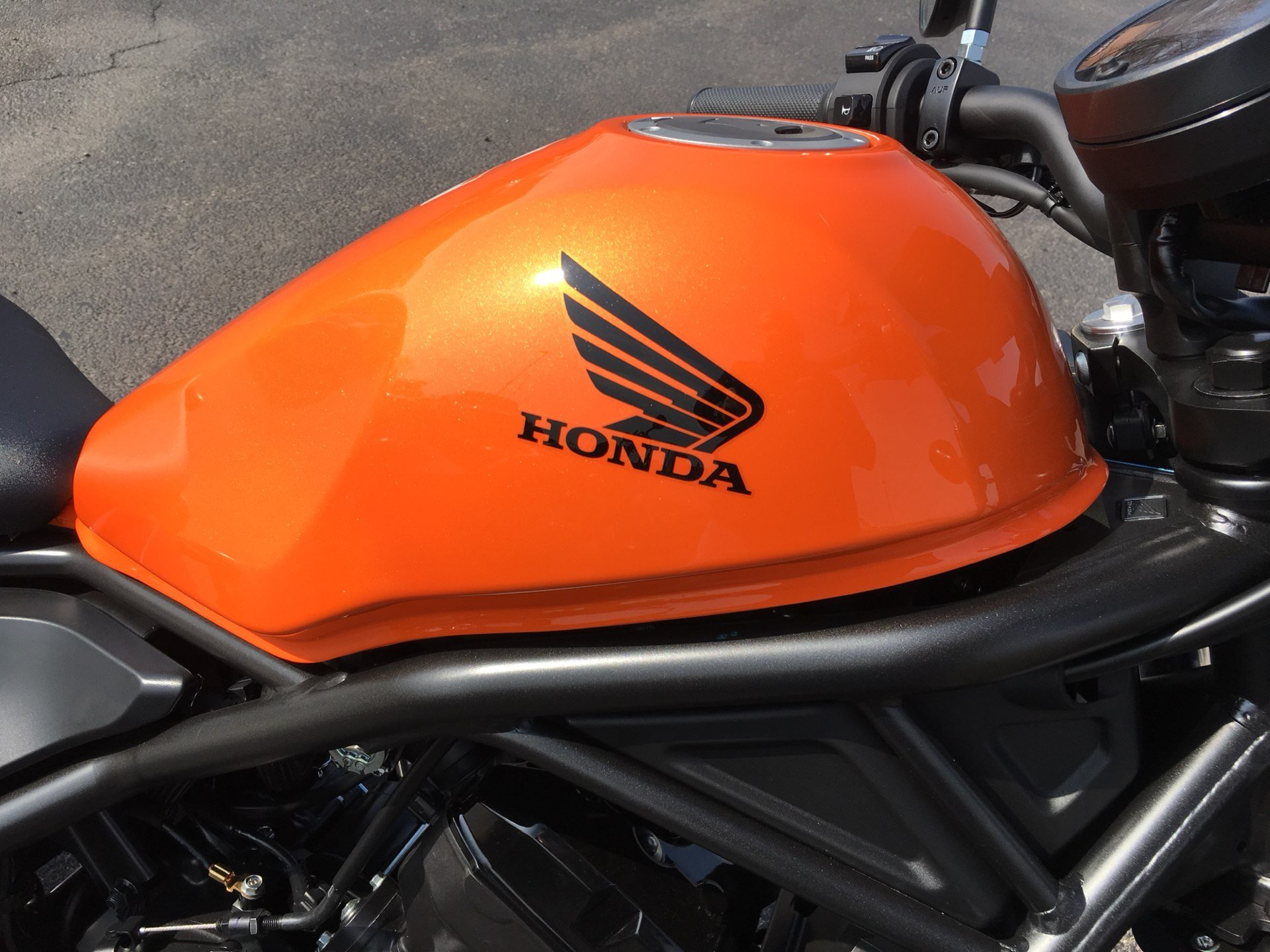 2019 Honda Rebel 500 ABS in Crystal Lake, Illinois - Photo 2