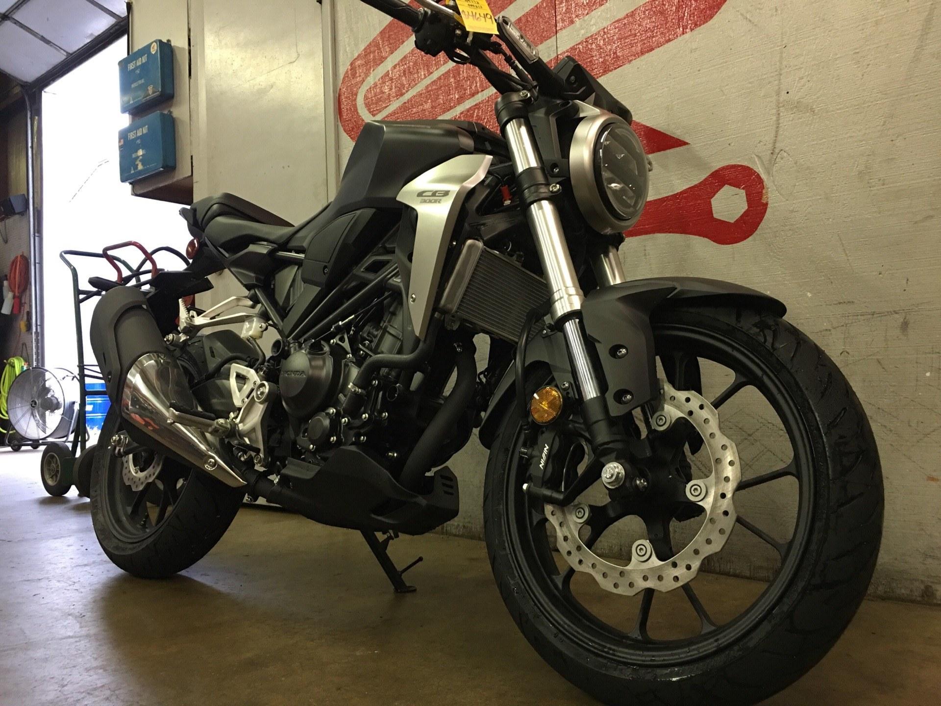 2019 Honda CB300R 2