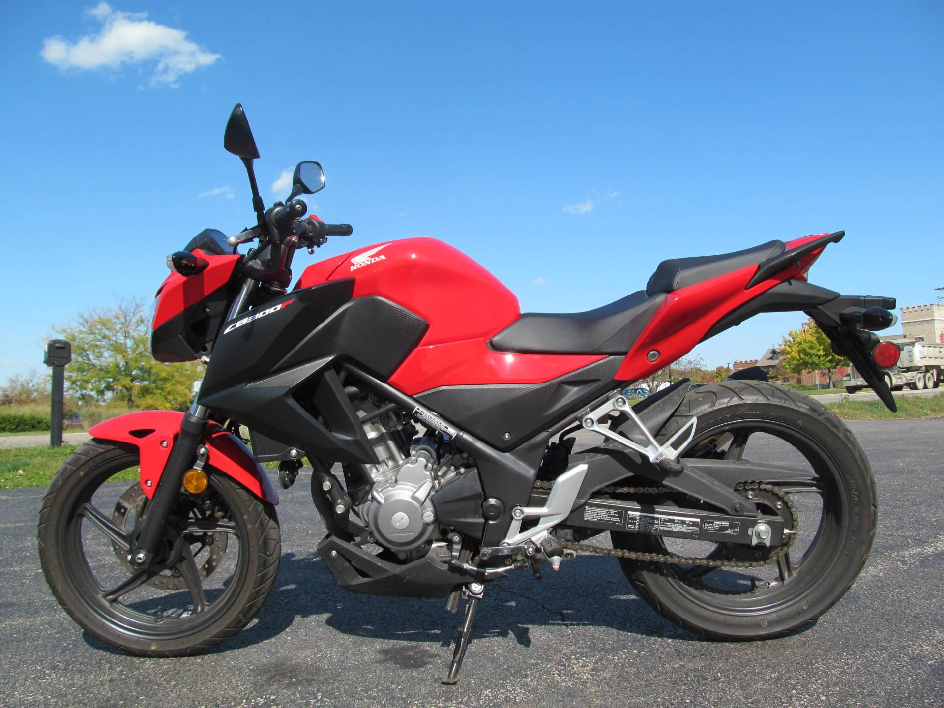 2015 Honda CB300F in Crystal Lake, Illinois - Photo 2