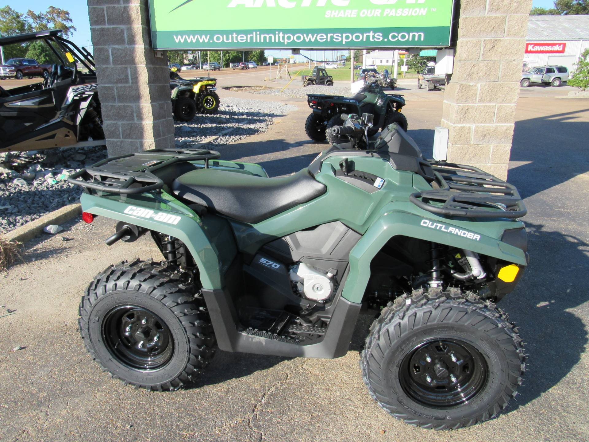 2021 Can-Am Outlander DPS 570 in Dyersburg, Tennessee - Photo 2