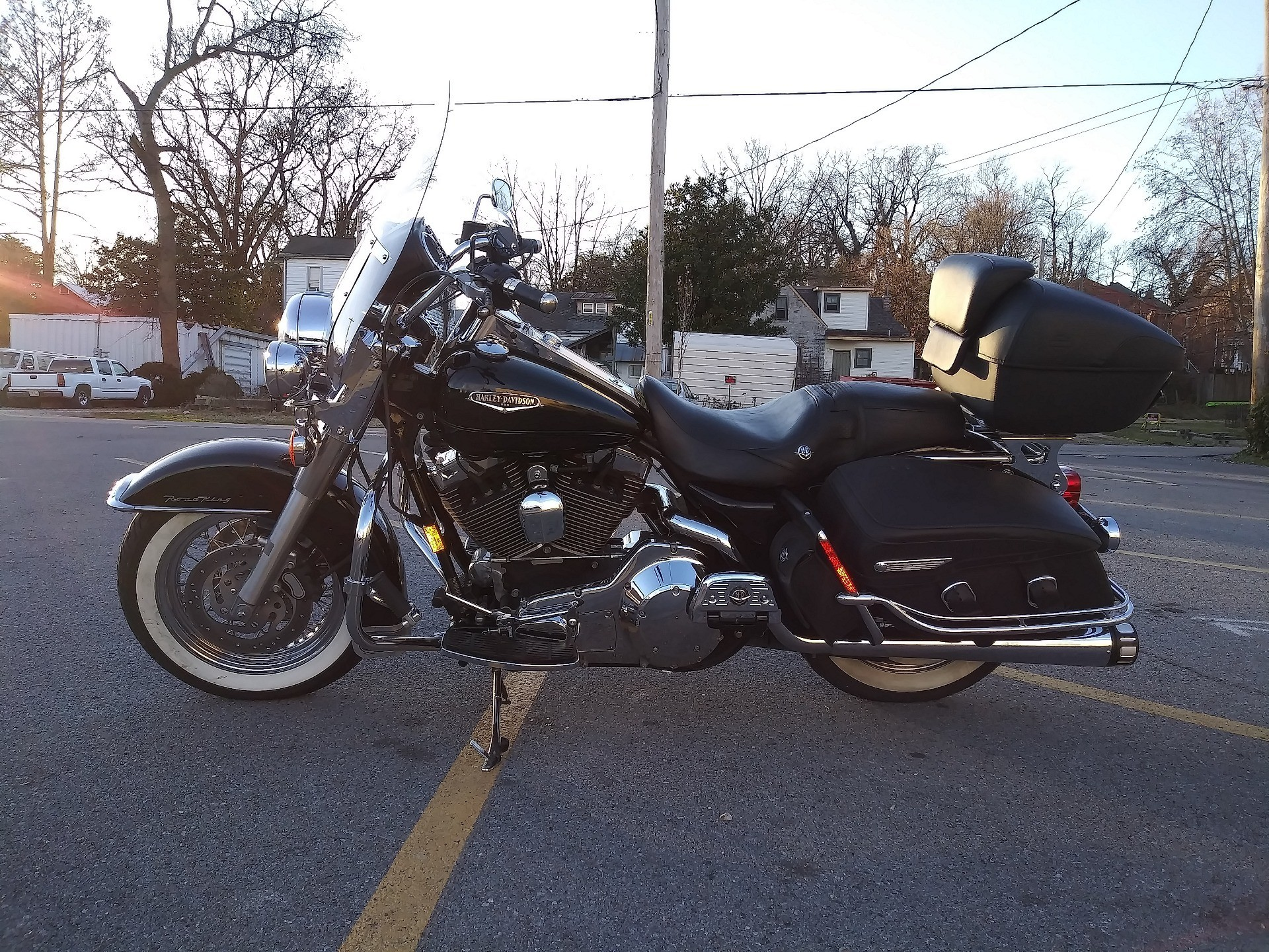 2005 Harley-Davidson FLHRCI Road King® Classic in Cape Girardeau, Missouri - Photo 2