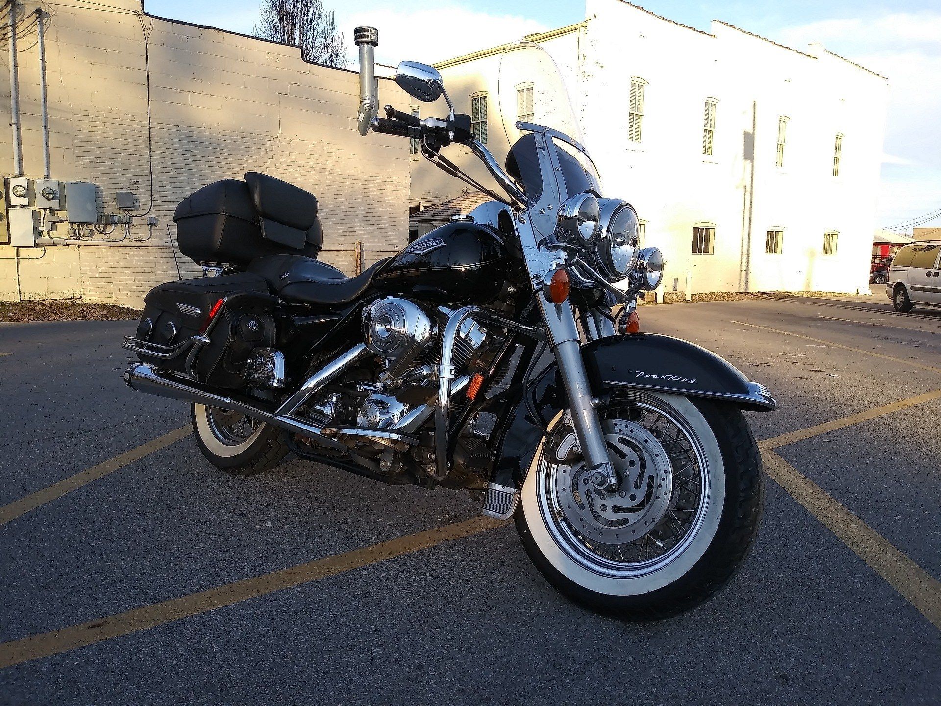 2005 Harley-Davidson FLHRCI Road King® Classic in Cape Girardeau, Missouri - Photo 3